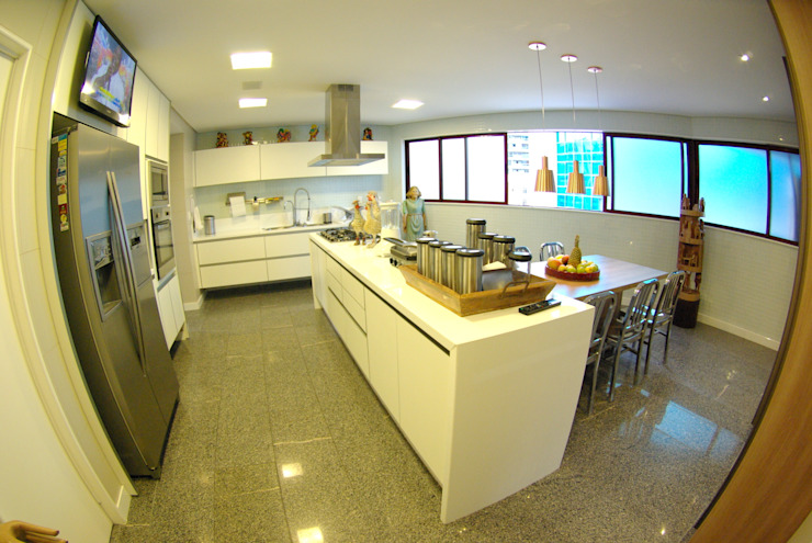 Apartment in Recife, Brazil Modern kitchen by André Cavendish e Arquitetos Modern