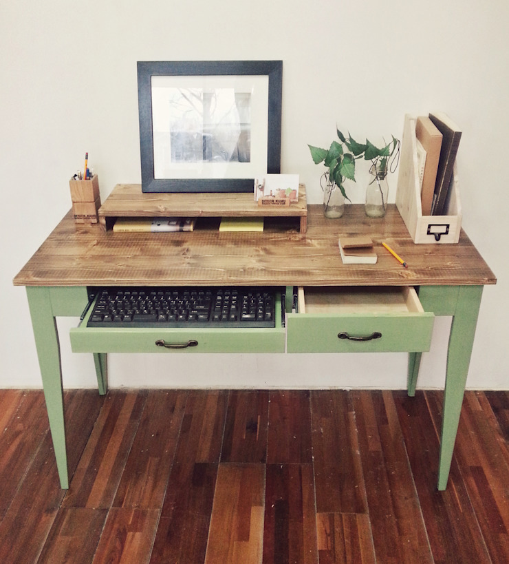 Olive green desk: Design-namu의 컨트리 ,컨트리
