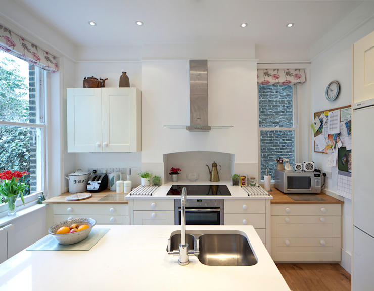 Remodelled kitchen in double-fronted Dulwich house Cocinas de estilo moderno de Circumflex Chartered Architects Moderno