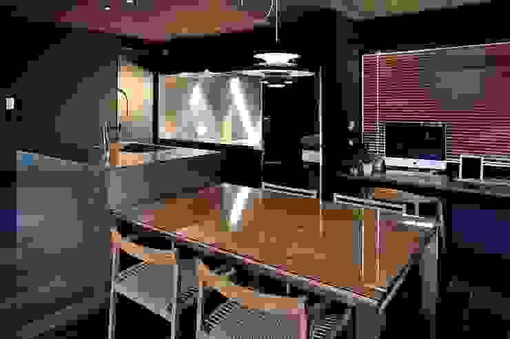 ダイニングキッチン: アトリエセッテン一級建築士事務所が手掛けた現代のです。,モダン
