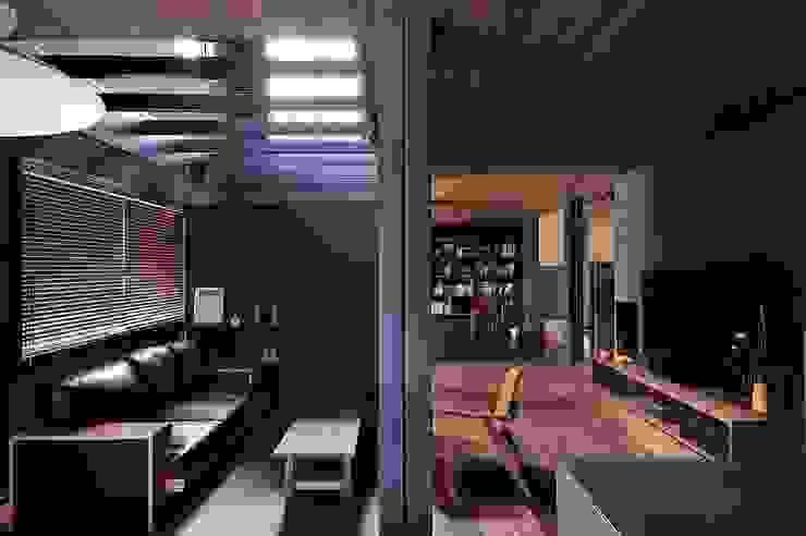 リビングルーム モダンデザインの リビング の アトリエセッテン一級建築士事務所 モダン