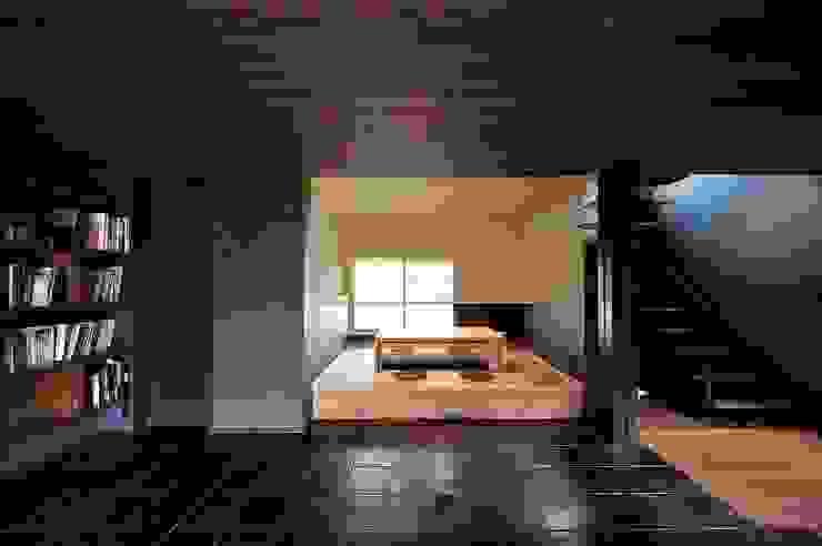 小上がり モダンデザインの 多目的室 の アトリエセッテン一級建築士事務所 モダン