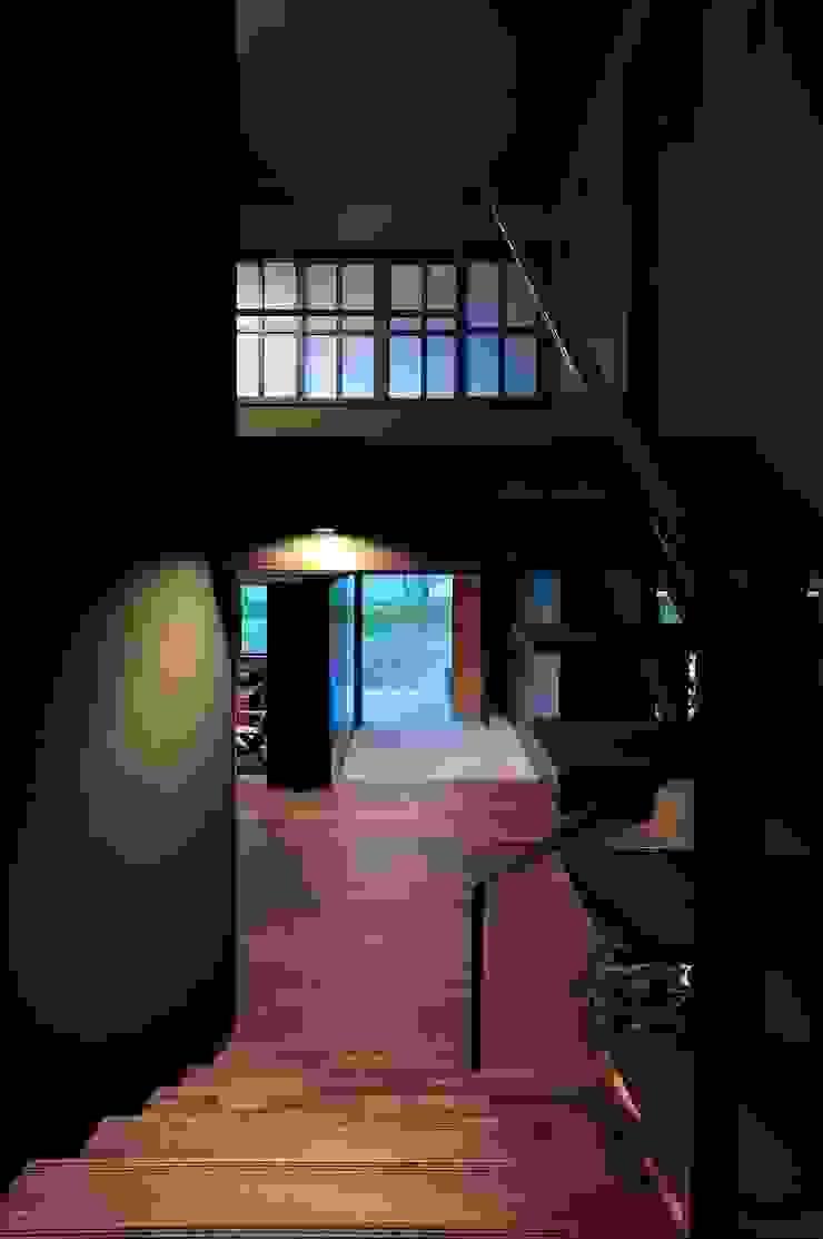 エントランスホール モダンスタイルの 玄関&廊下&階段 の アトリエセッテン一級建築士事務所 モダン