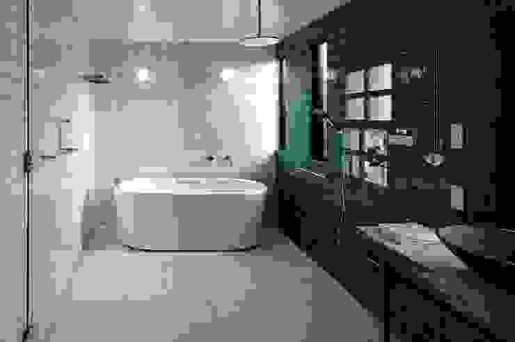 ドレッサールーム: アトリエセッテン一級建築士事務所が手掛けたスパ・サウナです。,モダン