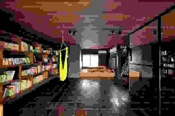 ライブラリー モダンデザインの 多目的室 の アトリエセッテン一級建築士事務所 モダン