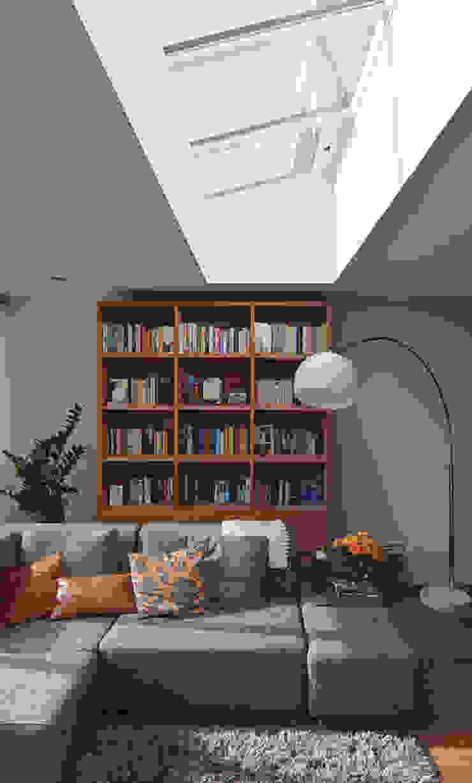 Modern Living Room by Lumen Architectuur Modern