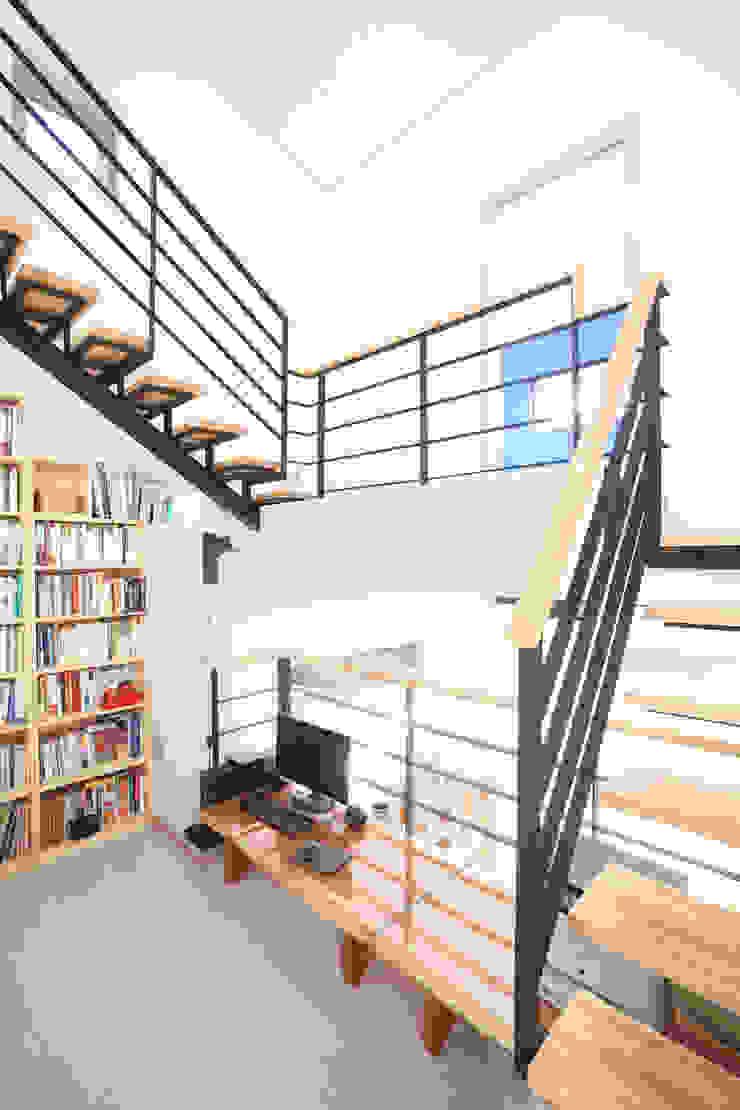 주택설계전문 디자인그룹 홈스타일토토 Modern Corridor, Hallway and Staircase