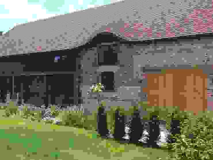 Rushmore Farm, Upton Casas rurales de Studio Four Architects Rural