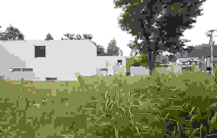 Maisons modernes par 株式会社コウド一級建築士事務所 Moderne