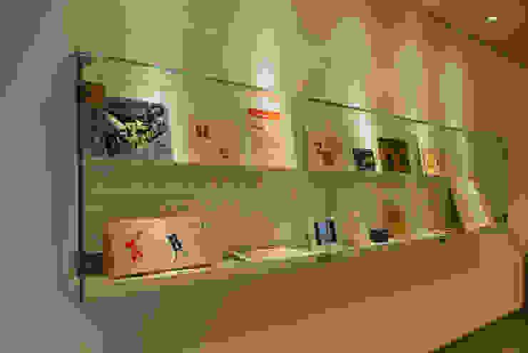 Vitrina Biblioteca Enric Bricall. Escuelas de estilo mediterráneo de Morgui Súnico Mediterráneo