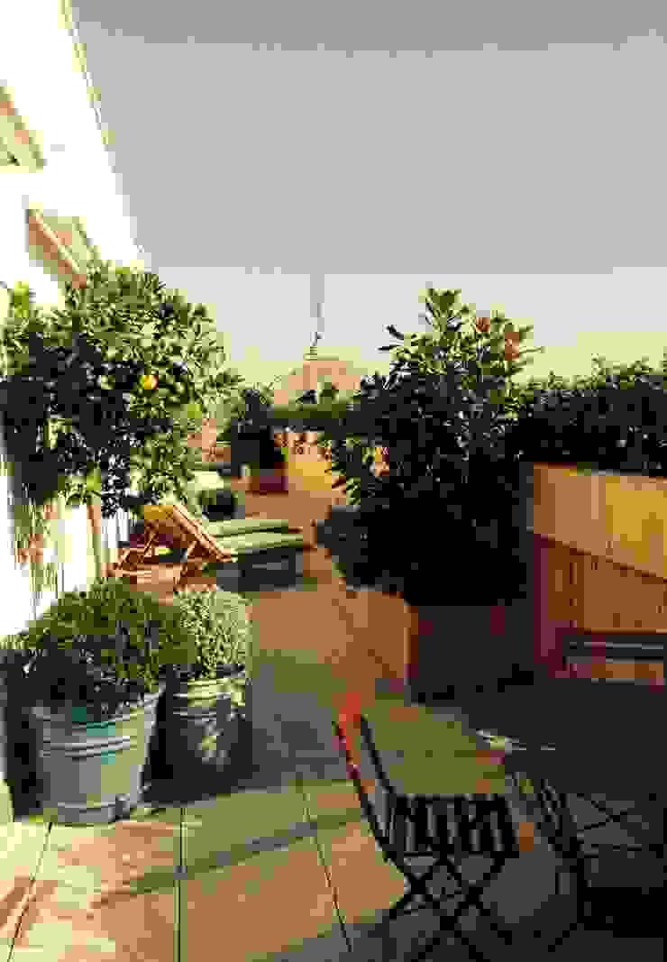 Mediterranean style garden by a.s.paisajimo Mediterranean