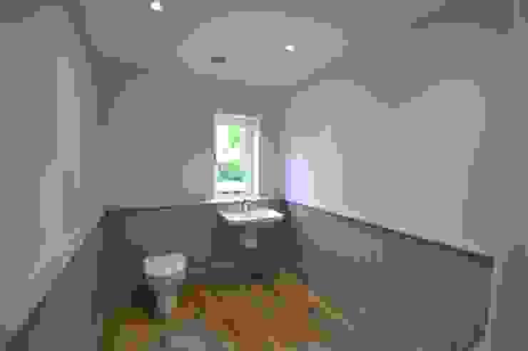 Park House, Kilmeston Modern bathroom by Studio Four Architects Modern