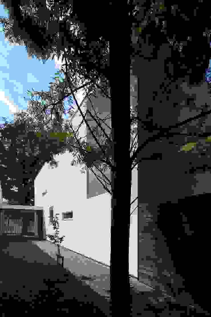 Casas modernas: Ideas, imágenes y decoración de 株式会社コウド一級建築士事務所 Moderno