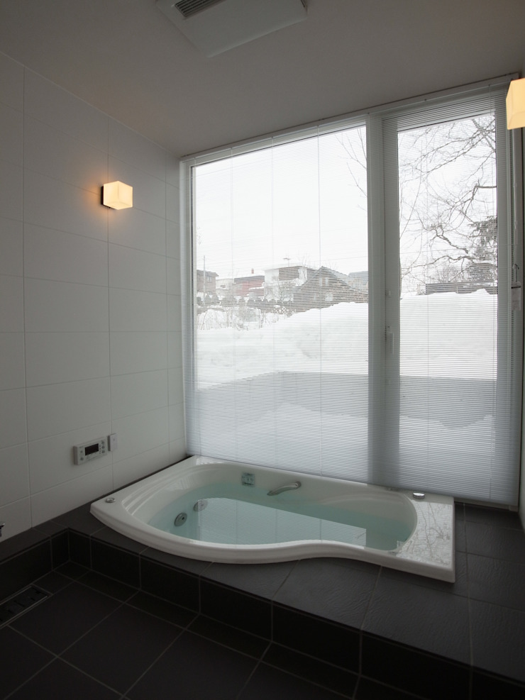 Modern style bathrooms by 株式会社コウド一級建築士事務所 Modern