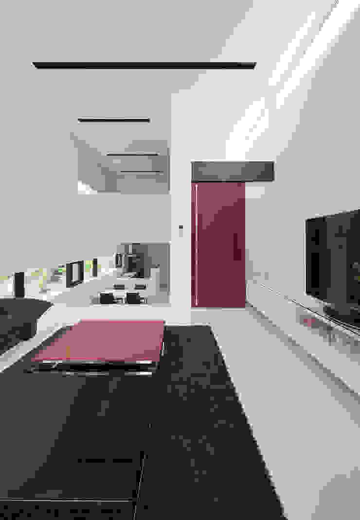 Livings modernos: Ideas, imágenes y decoración de 株式会社コウド一級建築士事務所 Moderno