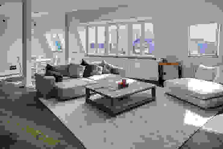 16elements GmbH Modern Living Room
