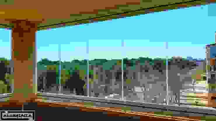 Cortina de cristal serie Lisa de Aluminia Casas de estilo moderno de Aluminia Sistemas y Accesorios S.L. Moderno