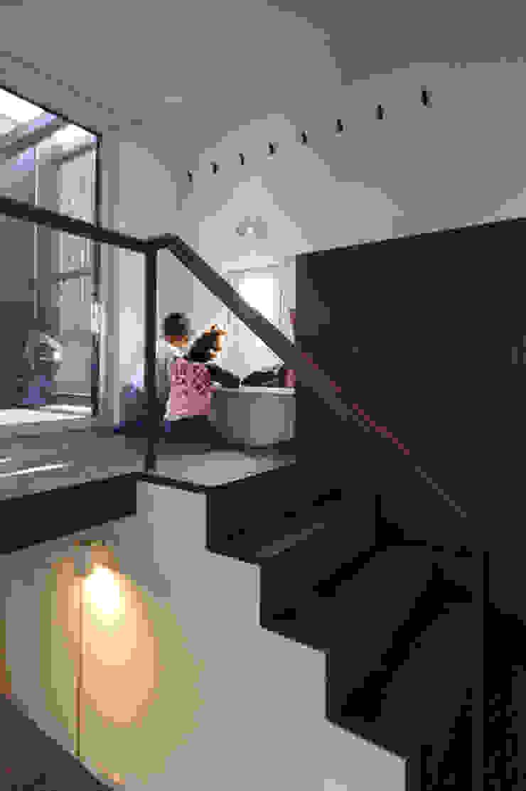 HGCNH モダンスタイルの 玄関&廊下&階段 の 株式会社コウド一級建築士事務所 モダン