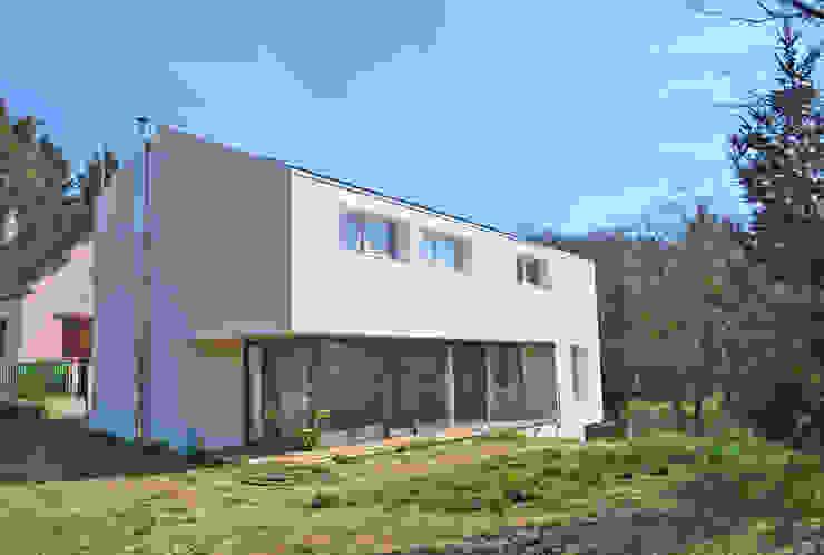 Pavillon revisité Maisons modernes par HTC architecture Moderne