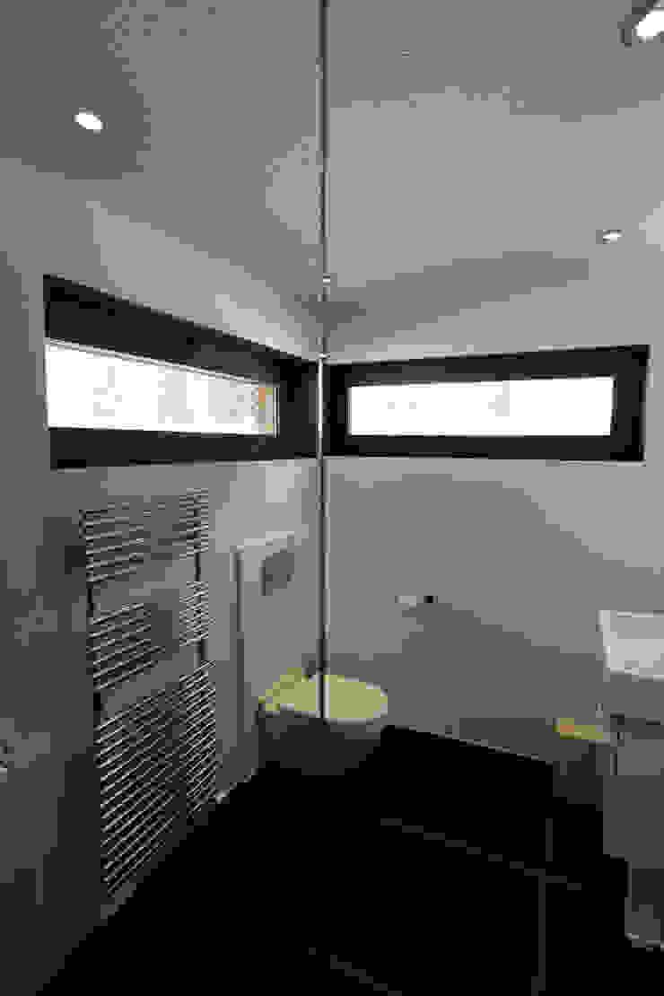 Chevallier Architectes Modern bathroom