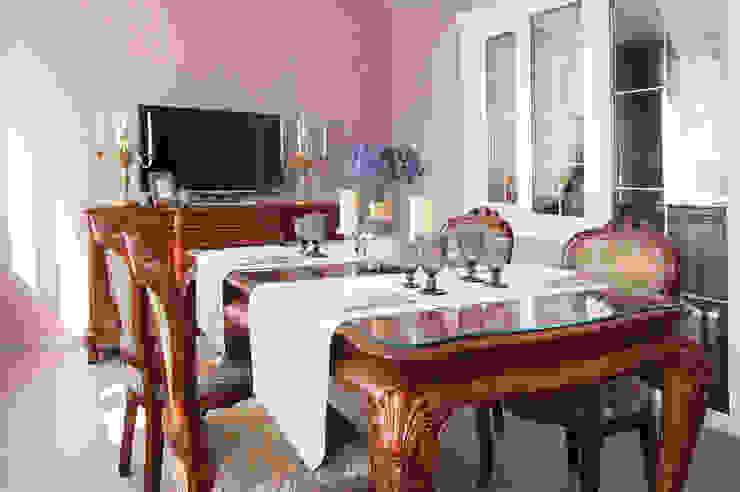 Частный дом в г. Колпино Столовая комната в классическом стиле от Ivory Studio Классический