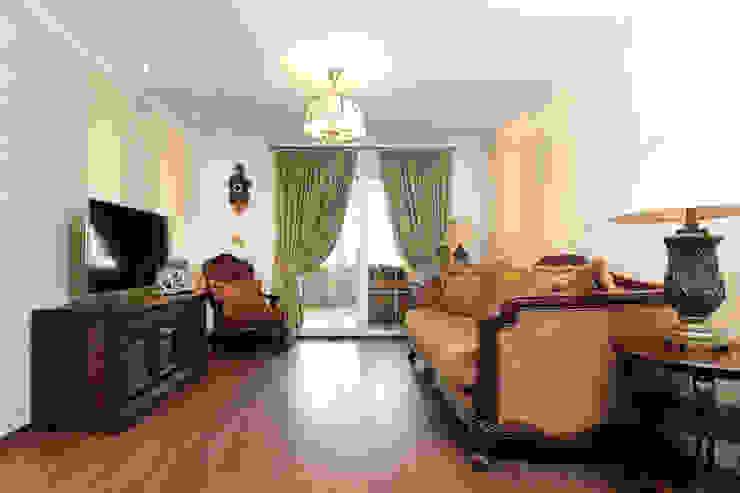 Частный дом в г. Колпино Гостиная в классическом стиле от Ivory Studio Классический