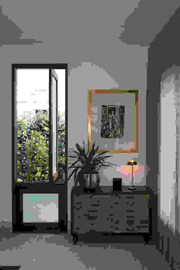 Detalhe Corredores, halls e escadas campestres por Mutabile Arquitetura Campestre