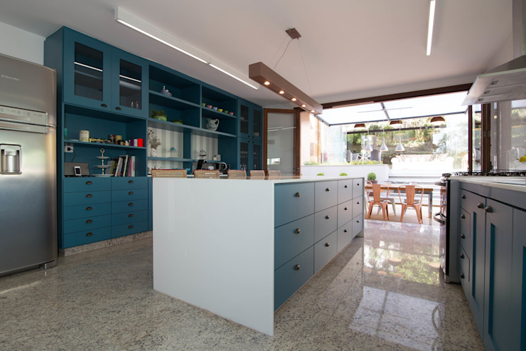 Country style kitchen by Mutabile Arquitetura Country