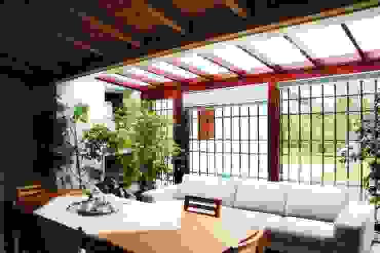 """Abitazione privata """"laGanga Wines"""" Studio Tecnico Fabbro Balcone, Veranda & Terrazza in stile moderno"""