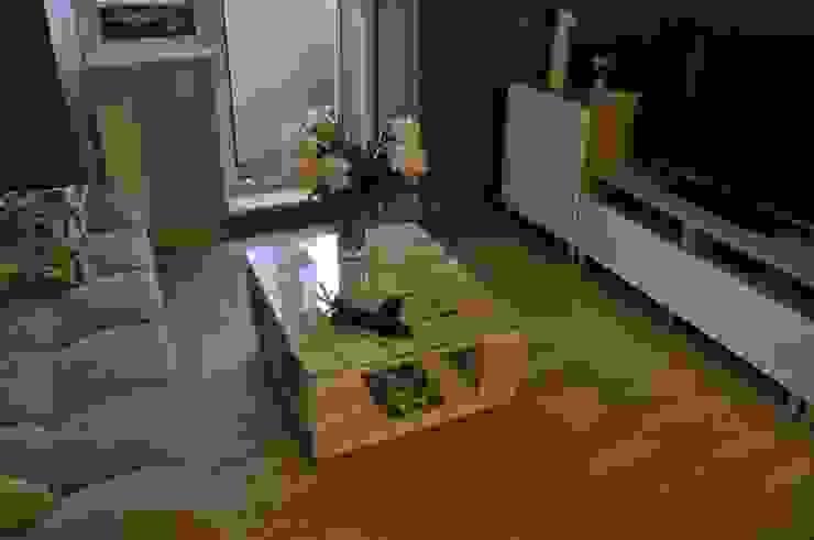 Журнальный столик из паллет на колесиках: Гостиная в . Автор – WoodMorning!_pallet joinery