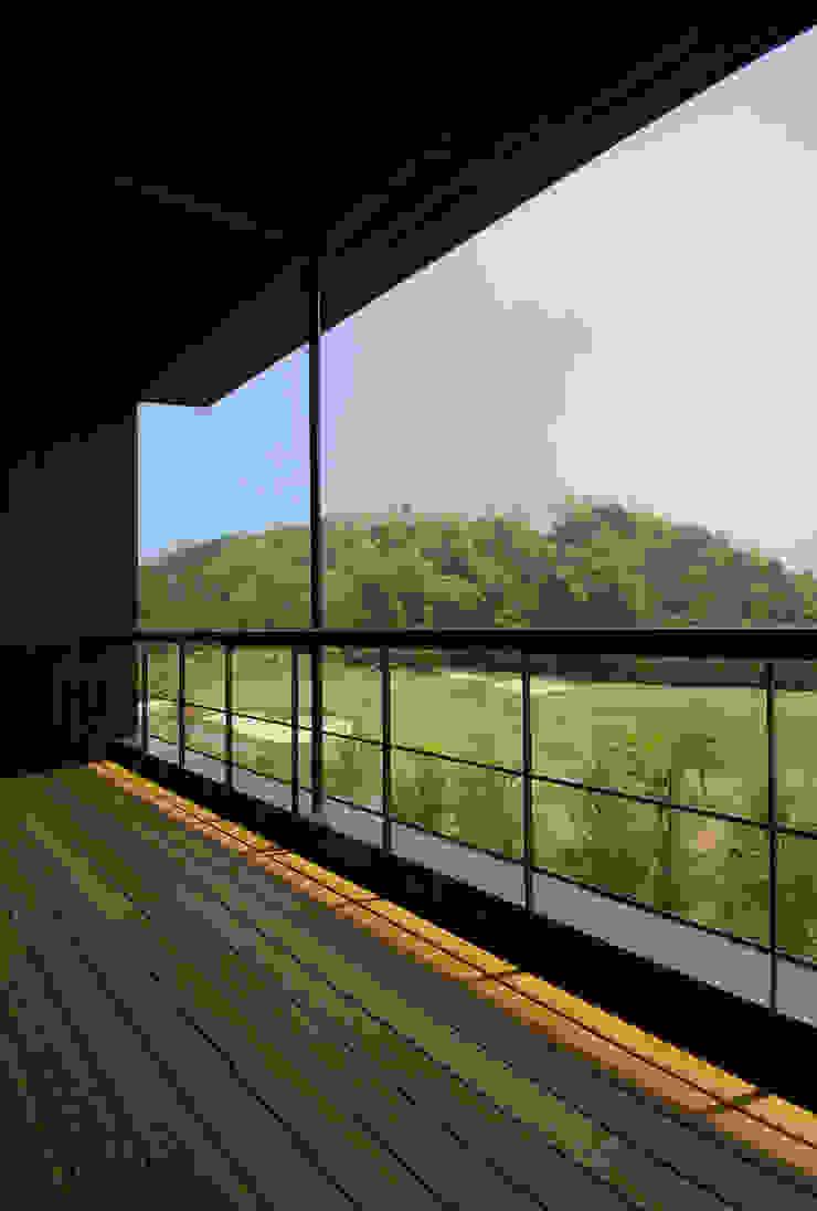 兵庫県佐用町の別荘 一級建築士事務所アールタイプ モダンデザインの テラス