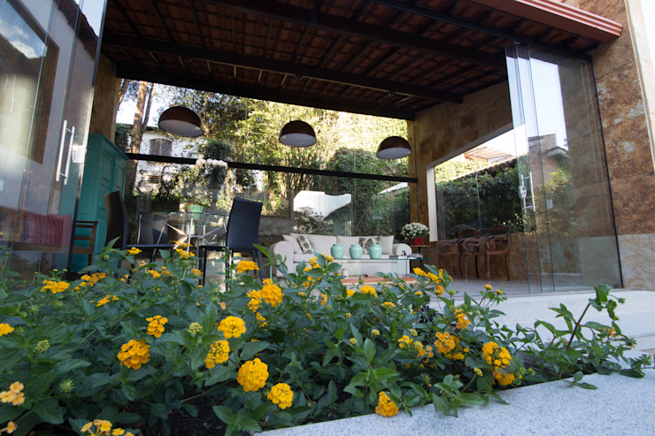 CASA MP Mutabile Arquitetura Country style garden