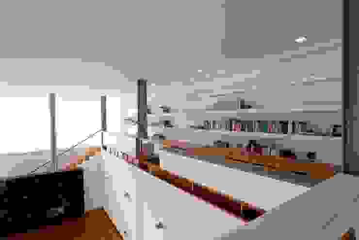Couloir, entrée, escaliers modernes par Atelier d'Arquitetura Lopes da Costa Moderne