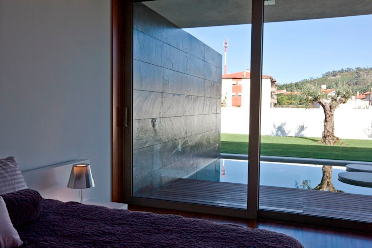 Chambre moderne par Atelier d'Arquitetura Lopes da Costa Moderne