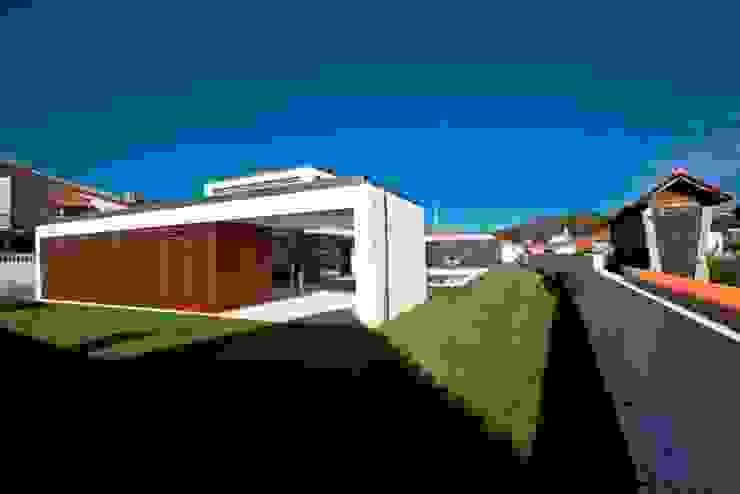 Maisons modernes par Atelier d'Arquitetura Lopes da Costa Moderne
