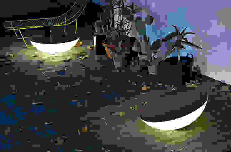 Lámpara Solar Outdoor de Foscarini de homify Moderno