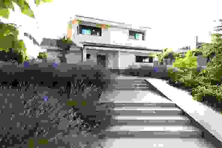 Jardin de style  par Estudio de paisajismo 2R PAISAJE,