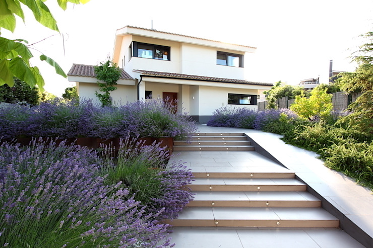 Сад в средиземноморском стиле от Estudio de paisajismo 2R PAISAJE Средиземноморский