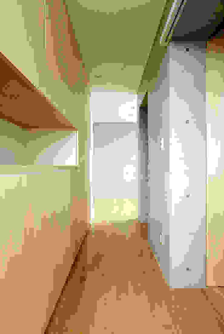 株式会社ミユキデザイン(miyukidesign.inc) Ingresso, Corridoio & Scale in stile moderno