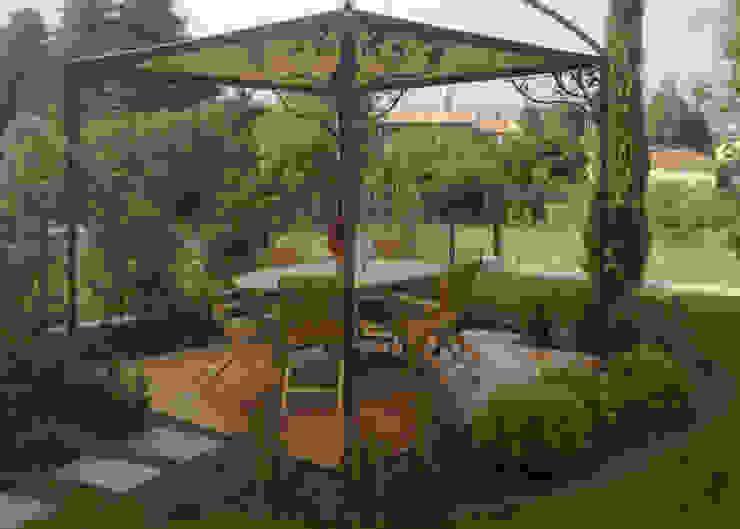 Realizzazioni Balcone, Veranda & Terrazza in stile coloniale di Ravanelli Giardini Coloniale