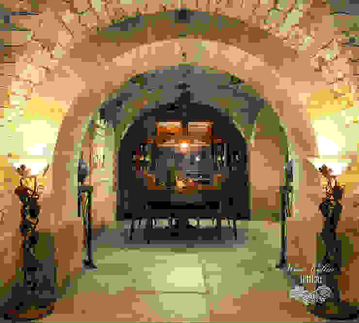 Винный погреб в старинном особняке Винный погреб в средиземноморском стиле от Sweet Home Design Средиземноморский