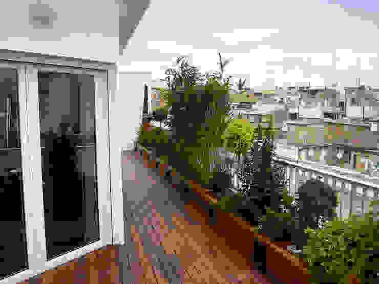 Áticool Balcones y terrazas de estilo mediterráneo de Estudio de paisajismo 2R PAISAJE Mediterráneo