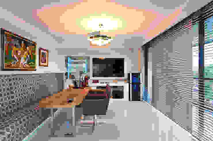 Apto Avenida Beiramar Salas de estar modernas por Mantovani e Rita Arquitetura Moderno