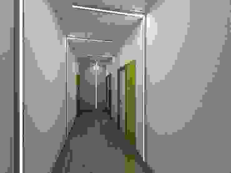 Гостиница <q>Гранд Виктория</q>. Москва, Серпуховка Коридор, прихожая и лестница в стиле минимализм от SpacePlace Минимализм