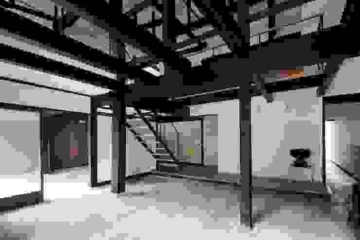 花しょうぶ通りの家・サロン: タクタク/クニヤス建築設計が手掛けた和室です。,和風