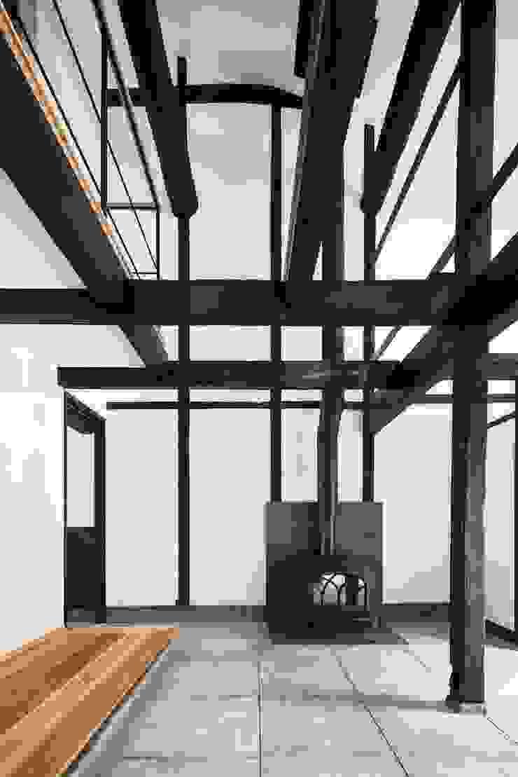 花しょうぶ通りの家・薪ストーブ 和風デザインの 多目的室 の タクタク/クニヤス建築設計 和風