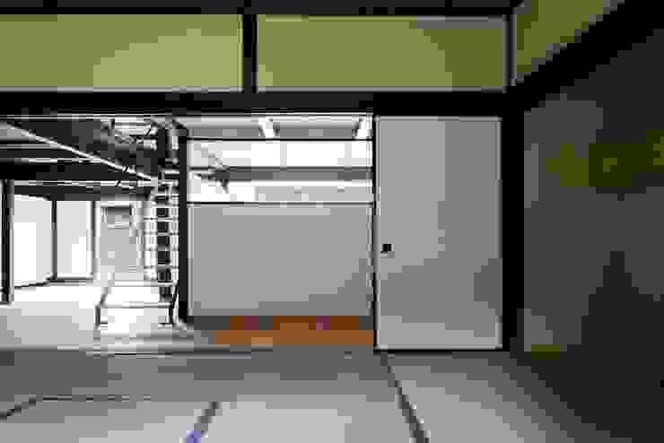 花しょうぶ通りの家: タクタク/クニヤス建築設計が手掛けた寝室です。,和風