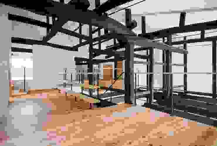 Salas multimedia de estilo asiático de タクタク/クニヤス建築設計 Asiático