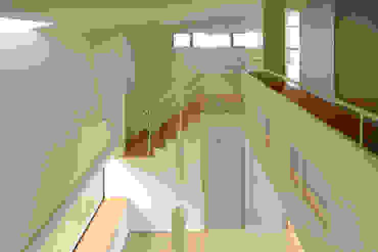 house Y モダンスタイルの 玄関&廊下&階段 の フカサワマサキ建築事務所 モダン