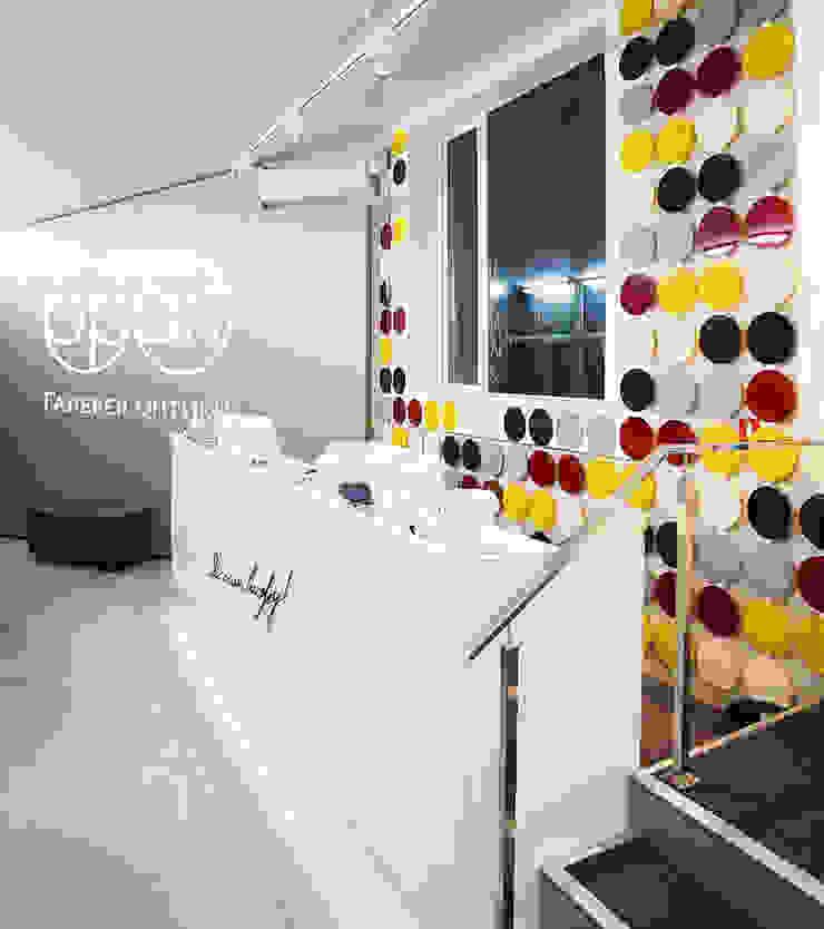 зона ресепшена Офисы и магазины в стиле минимализм от artemuma - архитектурное бюро Минимализм